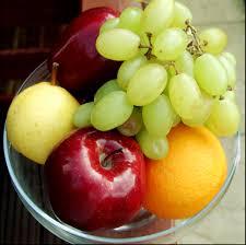 பழங்களில் என்னென்ன நோய்களை தடுக்கிறது Fruit-basket-cynthia-berridge
