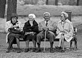 Anziani L'Italia invecchia, nati in calo e popolazione in aumento grazie agli immigrati. Dati Istat.