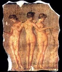 Hae sunt Tres Gratiae. Sunt filiae Jovis et Euryeome. Aglaca est dea decoris, Euphrosyne gaudiae, et Thalia copiae. Hic est pictus-murus Pompeo in domo Titi Dentati Pantherae circa LXV-LXXIX AD.