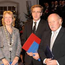 TUM - Prof. Dr. Ulrike Berninger, Dekanin der ... - 110211_Ehrendoktor_Werner_600