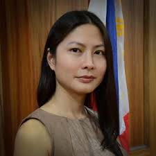 Televiewers have started to notice the celebrity-looking spokesperson of Chief Justice Renato Corona\u0026#39;s defense panel - Atty. Karen Jimeno. - Karen%2BJimeno