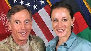 General David Petraeus und seine Geliebte <b>Paula Broadwell</b> - auf einem <b>...</b> - general-david-petraeus-und-seine-geliebte-paula-broadwell-auf-einem-offiziellen-isaf-foto-aus-dem-jahr-2011-