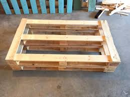 Patio Furniture Wood Pallets - diy dads diy outdoor pallet couch weekend project hello