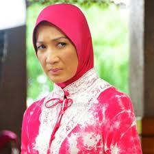 wan nor azlin Pelakon Wan Nor Azlin, tidak mahu terus berdiam diri, akhirnya tampil menjelaskan perkara sebenar di lobi Mahkamah Syariah Shah Alam,apabila ... - wan-nor-azlin