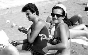 "Little Tony e l\u0026#39;amore con Giuliana Brugnoli: ""Mia moglie voleva ... - little-tony-e-giuliana-in-spiaggia"