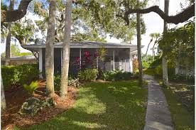 Siesta Key Beach Cottage Rentals by Polynesian Gardens Villa P6 2 Bedrooms Heated Pool Carport
