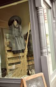 21 amazing halloween window displays mannequin mall