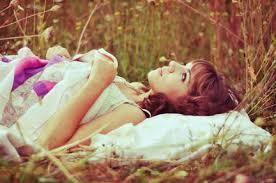 Soñé que me amabas, soñé que me querías y me caí la cama por soñar tonterías.