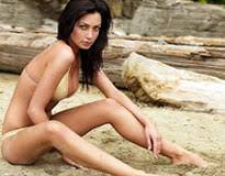 Colombian Mail Order Brides Want To Date YOU  Colombian girls on date at the beach