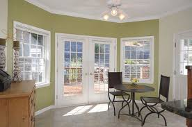 Dining Room Ceiling Fan by Traditional Dining Room With High Ceiling U0026 Ceiling Fan In Basking