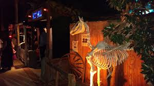 boot hill halloween yard display hollywood gothique