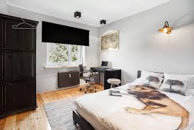 single bed bedroom in a large 4 bedroom and 2 floor apartment in