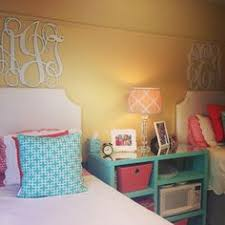 Bookshelves As Headboard by 17 Bookshelves That Double As Headboards Twin Dorm And Nice