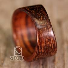 Darker Tapered Goncalo Alves Bentwood Ring von stoutwoodworks