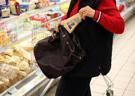 Friuli: effetto crisi, la gente ruba e mangia nei supermercati; nella grande distribuzione registrati ammanchi ingenti
