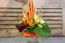 composition florale haute centre de table exotique u2013 secret d u0027arum fleuriste annecy et