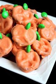 halloween cheap party ideas 20 easy diy halloween tricks and treats