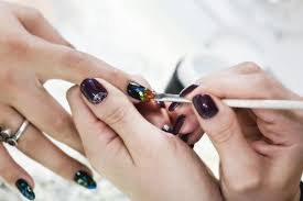 want to know how to apply nail decals help is here