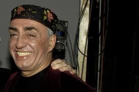 Peppe Barra porta la sua esplosiva miscela di ritmo antichi e moderni in Calabria: nella serata di domani, giovedì 18 agosto, l'istrionico artista si ... - peppe-barra-638x425