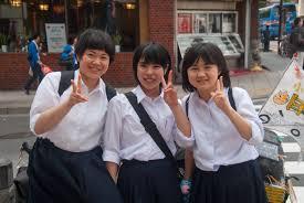 女子小中学生の膨らみかけの胸画像|初めは緊張していたこどもたちとリーダー。写真は共に過ごした