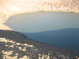 بحيرة فوق فوهة بركان Images?q=tbn:ANd9GcQ_ToscRIXmAGXhBAY8gDbM_GUUcmmlhMihYKQL0-oSqA7kq2MI