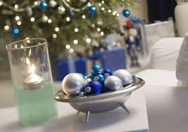 Silver Centerpieces For Table Christmas Table Decorating Ideas Silver Christmas Centerpieces