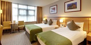Family Hotel Room In Cricklewood North London Clayton Crown Hotel - Family room hotels london