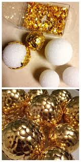 Homes With Christmas Decorations by Best 25 Gold Christmas Decorations Ideas On Pinterest Gold