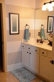Lighthouse Bathroom Decor by Best 20 Striped Bathroom Walls Ideas On Pinterest Stripe Walls