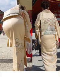 着物のパンティーライン|着物美人のパンティーラインがクッキリ見えるスタイルの良い美人おばさんパンティーライン画像。