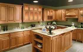 Kitchen Cabinet Paint Color Best 25 Maple Cabinets Ideas On Pinterest Maple Kitchen With