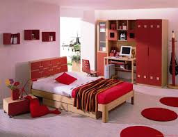 red bedding cream walls and upholstered chairs on pinterest arafen