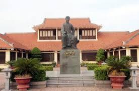 Tượng Nguyễn Du ở Tiên Điền
