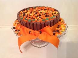swirly sweet cupcakes easy halloween kit kat cake