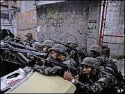 Polícia e militares invadem o Complexo do Alemão