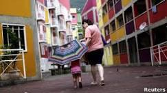 BBC Brasil - Notícias - Direto da Rocinha: 'Relação com a polícia ...
