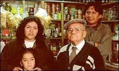 Pequeno empresário boliviano sofre com crise argentina   BBC ...