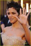 Halle Berry – Oscars 2011 Red Carpet | halle berry oscars 2011 02