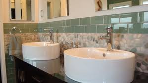 31 great ideas and pictures of river rock tiles for the bathroom