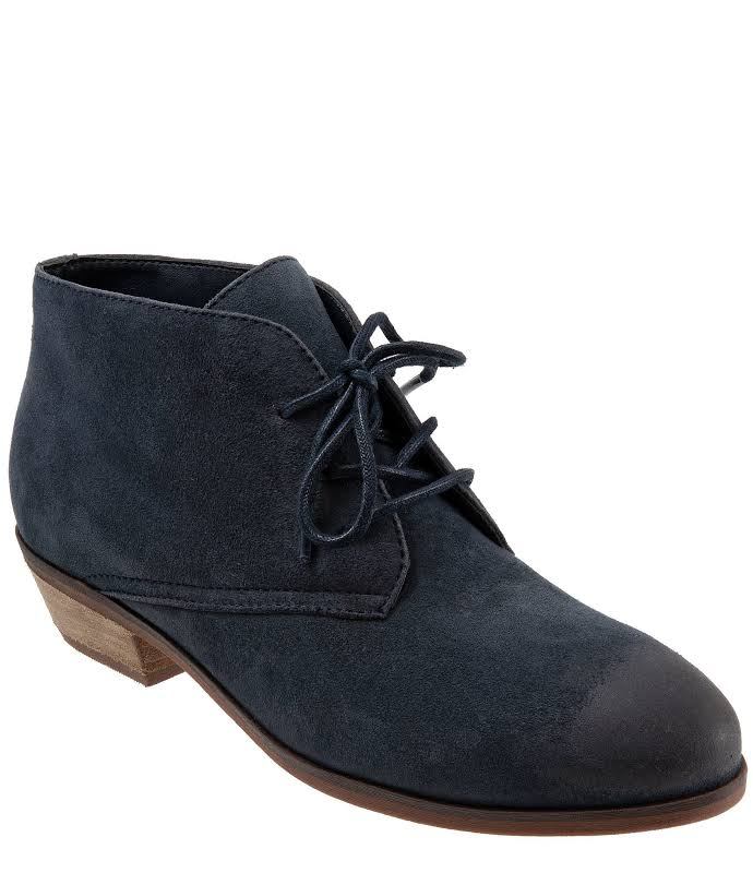 SoftWalk Ramsey Lace Chukka Bootie, Adult,