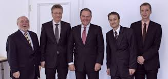 Das Ministerium war weiterhin durch Ministerialdirigent Ulrich Hörlein vertreten. Peter Lehndorfer, Dr. Nikolaus Melcop, Staatsminister Dr. Wolfgang ... - foto_eingang
