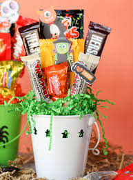 Halloween Gift Basket by How To Make A Halloween Candy Bouquet