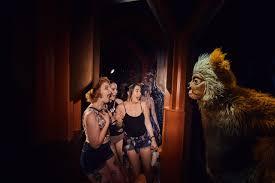 is halloween horror nights worth it the thrills and chills of halloween horror nights 2017 at