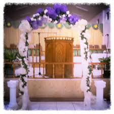 deco nature chic wedding arch decorated with deco mesh and flowers kreatively