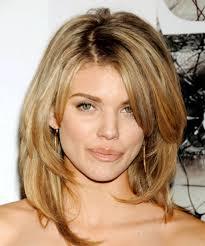 medium length hairstyle for oval shape face hair styles