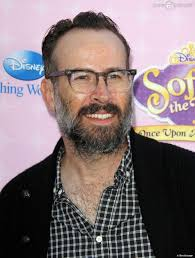 "Jason Lee à la première de ""Sofia The First: Once Upon a Princess"" aux studios de Walt Disney a Los Angeles. Le 10 novembre 2012. - 975835-jason-lee-premiere-de-sofia-the-950x0-1"