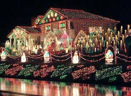 Homes With Christmas Decorations by Best 25 Christmas Lights Outside Ideas Only On Pinterest