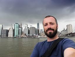 man taking a selfie by the Brooklyn Bridge EliteSingles