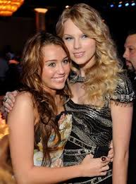 taylor swift & miley cyrus Images?q=tbn:ANd9GcRNNlRw2nvbY25sf6lEN66nb1FByMDCVWfUKPP0LCh2d0qhj4skcQ