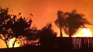 Willow Wildfire California by Raging Wildfire Eerily Lights Up Southern California Sky
